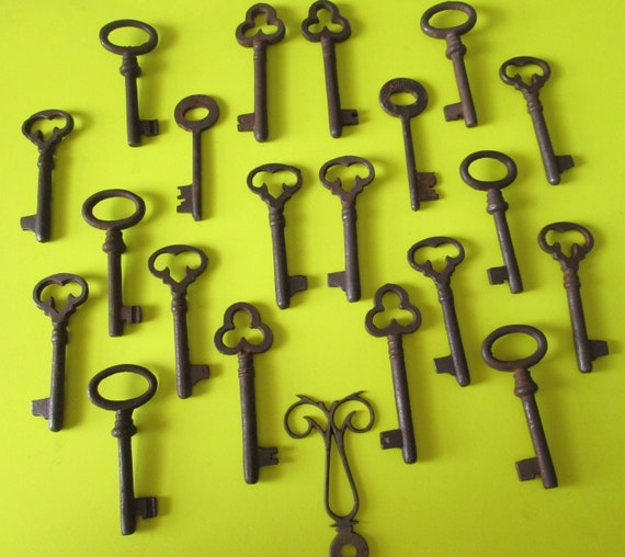 20 New Antique Style Cast Metal Reproduction Furniture and Door Keys - Great for Steampunk Art Projects