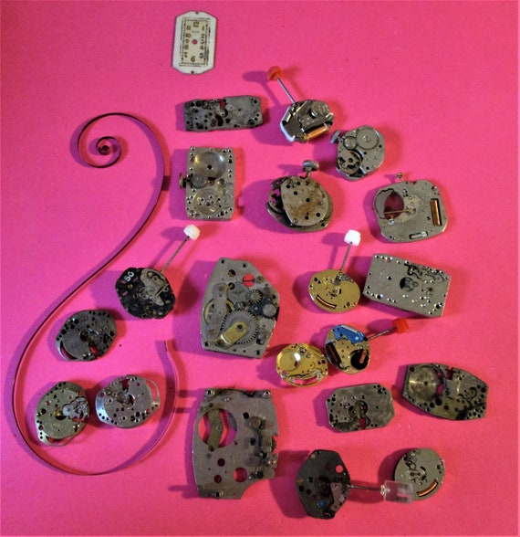 20 Assorted Small Vintage Watch Mechanisms for your Watch Projects - Steampunk Art.Stk# W29
