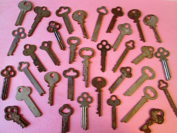 34 Original Antique / Vintage Rusty & Dusty Keys for your Projects - Steampunk Art and etc...