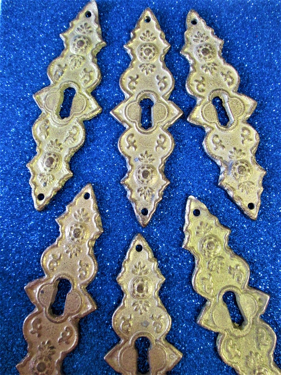 Set of 12 Fancy Vintage Heavy Matte Gold Painted Cast Metal Door Key Hole Ornaments for your Decorating Projects Stk# 510