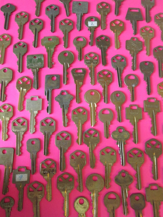 77 Assorted Vintage Brass Keys Many Different Brands -  for your Steampunk Art, Crafts - Jewelry Making