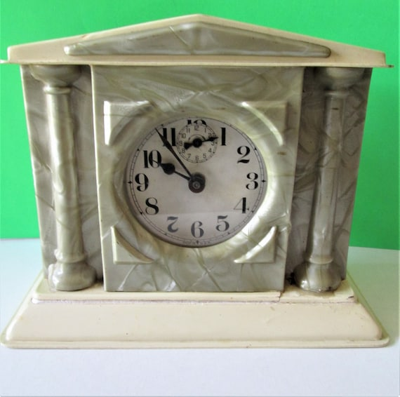 Old Worn, Cracked & Rusty Vintage Markelite Table Clock for Repairs/Parts