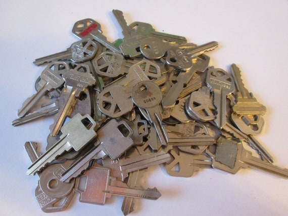 50 Assorted Old Silver Steel Keys for your Projects - Steampunk Art - Jewelry Making