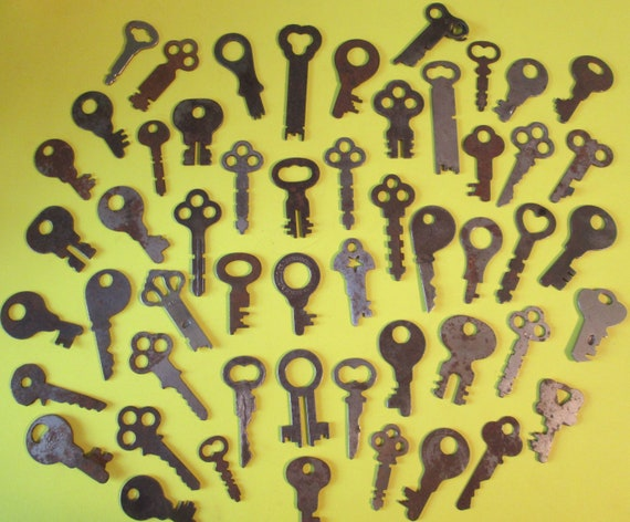 52 Assorted Antique & Vintage Keys for your Projects, Steampunk Art, Jewelry Making, Crafts and etc...