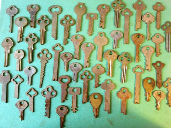50 Original Antique / Vintage Slightly Rusty & Dusty Keys for your Projects - Steampunk Art and etc...