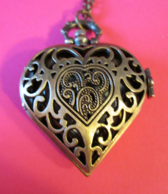 """New Beautiful Antique Victorian Style Heart Shaped Bronze Color Reproduction Ladies Pocket Watch Pendant With 30"""" Chain - Great Gift Idea"""