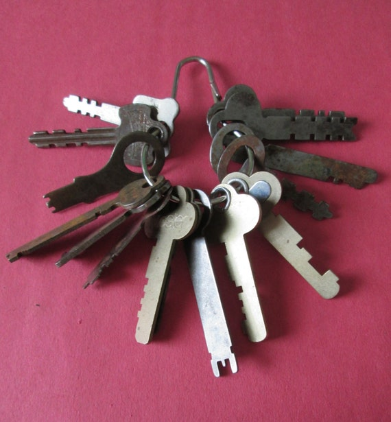 15 Assorted Original Vintage Keys for your Projects, Steampunk Art, Jewelry Making, Crafts and etc...