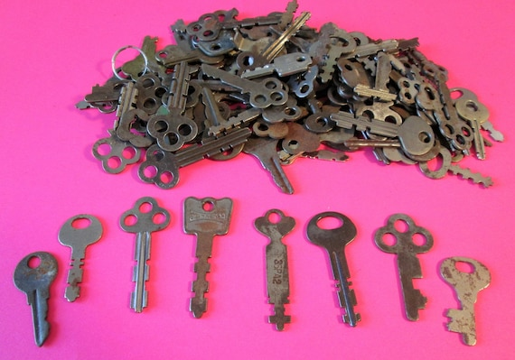 118 Assorted Original Vintage Keys- Many Different Brands - for your Projects, Steampunk Art, Jewelry Making, Crafts and etc...