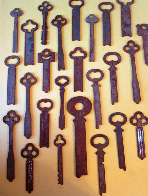 25 Large Original Antique Rusty & Dusty Keys for your Projects - Steampunk Art and etc...
