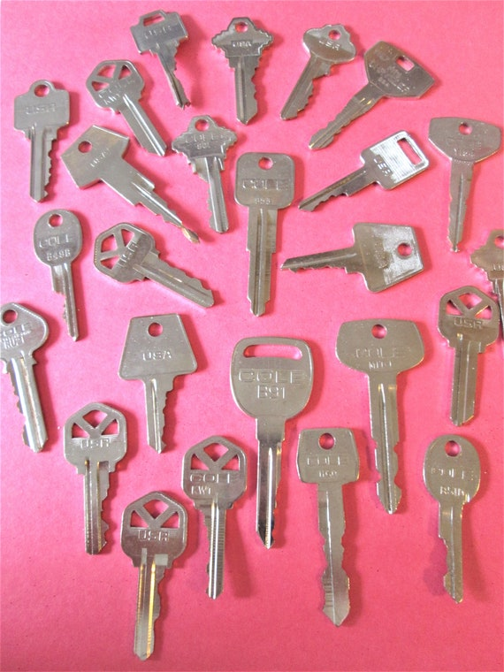 25 Assorted Vintage Metal Keys for your Collections - Steampuk Art - Jewelry Making and Etc.. Stk# 472