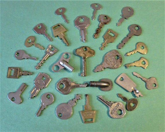 28 Assorted Small Vintage Keys for your Projects - Steampunk Art - Jewelry Making and etc..Stk#553