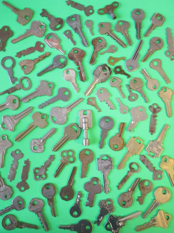 78 Assorted Vintage Keys - Many Different Brands for your Projects - Steampunk Art and etc..Stk#439