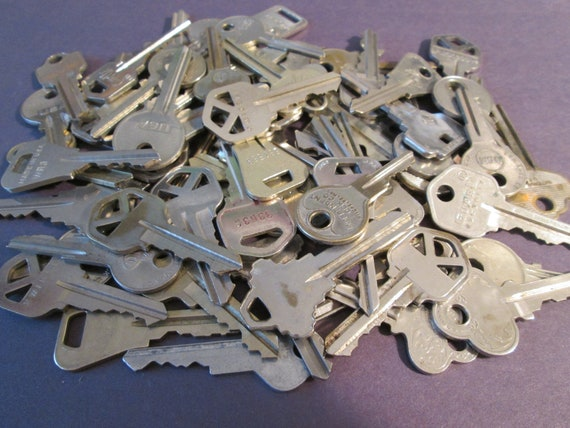 70 Assorted Vintage Metal Keys -  Many Different Brands - for your Steampunk Art, Crafts - Jewelry Making