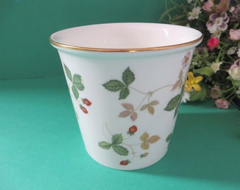 Wedgwood vintage  1960's Wild Strawberry pot