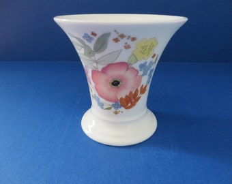 Wedgwood Meadow Sweet vintage 1970's posy vase