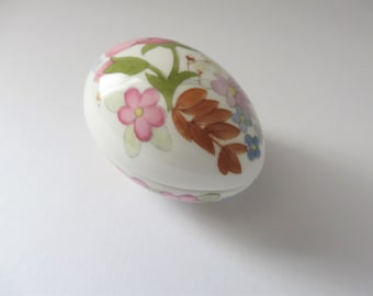 Wedgwood Vintage 1970's Meadow Sweet China Egg