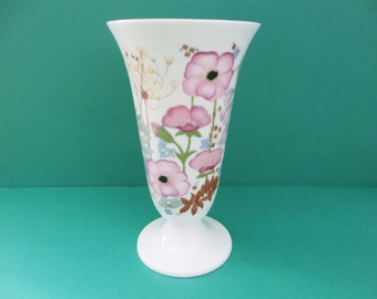 Wedgwood vintage 1970's Meadow Sweet footed vase