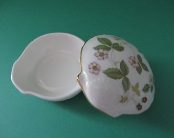 Wedgwood vintage 1960's Wild Strawberry shell design small trinket pot