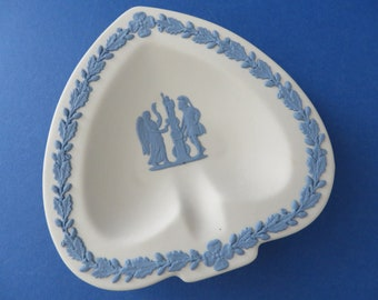 Wedgwood Jasperware vintage 1980's white and blue trinket dish