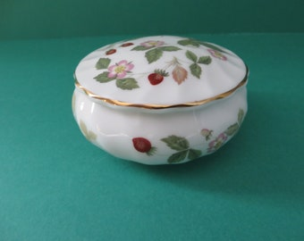 Wedgwood vintage 1960's Wild Strawberry spiral design small trinket pot