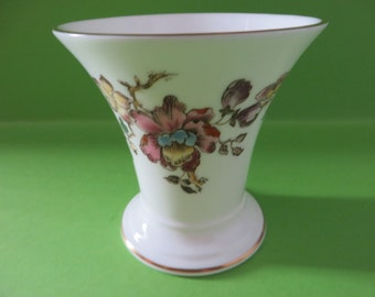 Wedgwood vintage 1970's Swallow posy vase