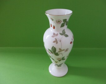 Wedgwood vintage 1960's Wild Strawberry vase