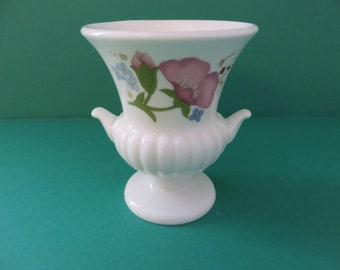 Wedgwood Meadow Sweet  vintage 1980's urn vase