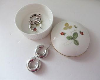 Wedgwood vintage 1960's round Wild Strawberry trinket pot