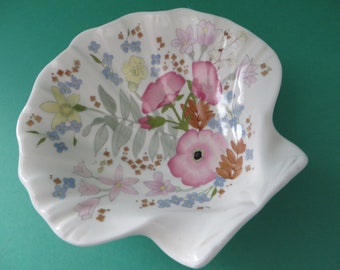 Wedgwood vintage 1970's Meadow Sweet shell shaped dish