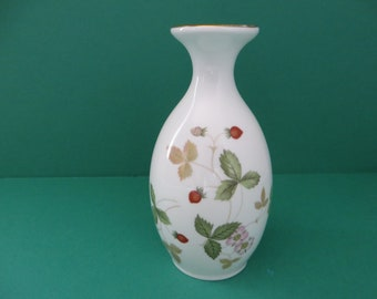 Wedgwood Wild Strawberry vintage 1960's vase