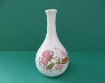 Wedgwood vintage 1970's Meadow Sweet bud vase