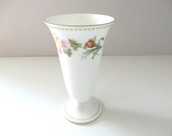 Wedgwood vintage 1980's Mirabelle vase