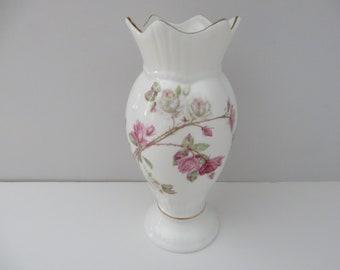 Aynsley vintage 1980's Elizabeth Rose Windsor vase