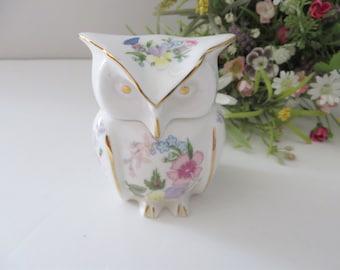 Aynsley vintage 1970's 3 inch  Wild Tudor Owl Trinket pot