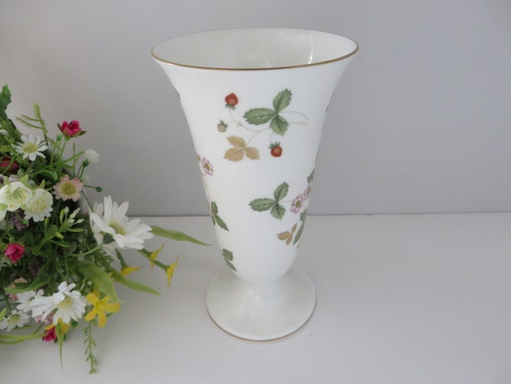 Wedgwood  vintage 1980's Wild Strawberry vase