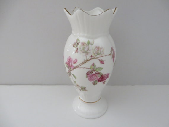 Aynsley vintage 1980's Elizabeth Rose Windsor vase