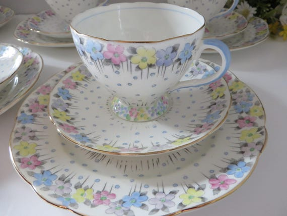 Foley 1930's vintage pink and blue daisies tea trio