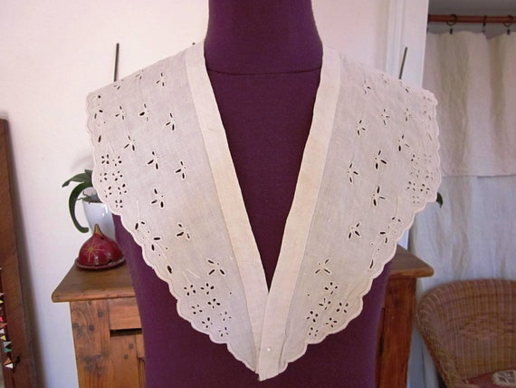 Large collar late 18th century women blouse