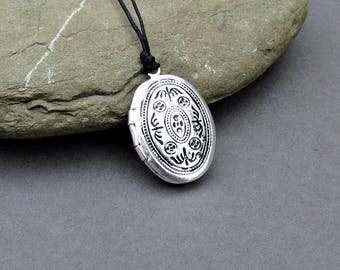 Tiny Oval Locket Necklace Pendant, Silver Mens  Simple Locket Necklace  Antique Long Necklace Keepsake Necklace