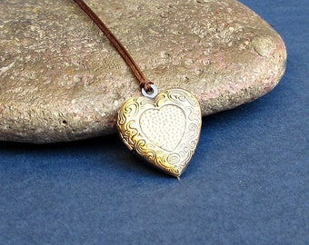 Tiny Heart Locket Necklace Pendant, Unisex Mens Womens Locket Necklace  Antique Bronze Long Necklace Keepsake Necklace