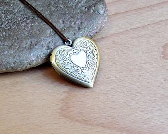 Heart Locket Necklace Pendant, Unisex Mens Womens Locket Necklace  Antique Bronze Long Necklace Keepsake Necklace