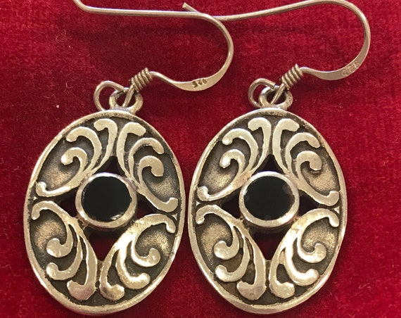 vintage solid 925 silver Celtic style Onyx stone drop oval pierced earrings