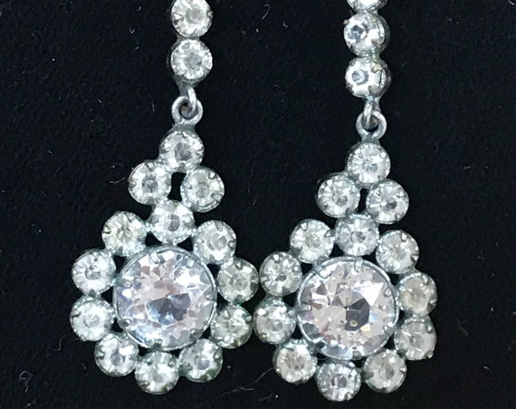 A beautiful pair of vintage Art Deco crystal droplet earrings screw backed