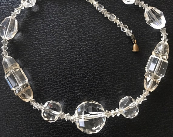 Beautiful vintage Art Deco crystal glass beaded necklace