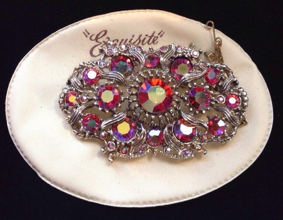 Beautiful vintage red and gold Brooch/ pin by EXQUISITE unworn on original backing