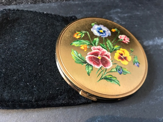 Beautiful vintage pansy flower compact by Melissa