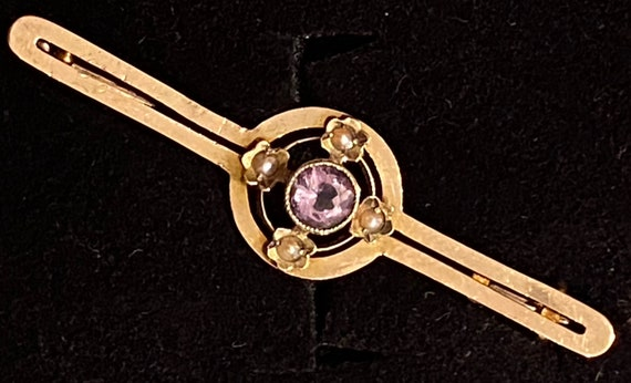 An Antique Victorian 9ct yellow gold sweetheart brooch bar pin seed pearls and Amethyst