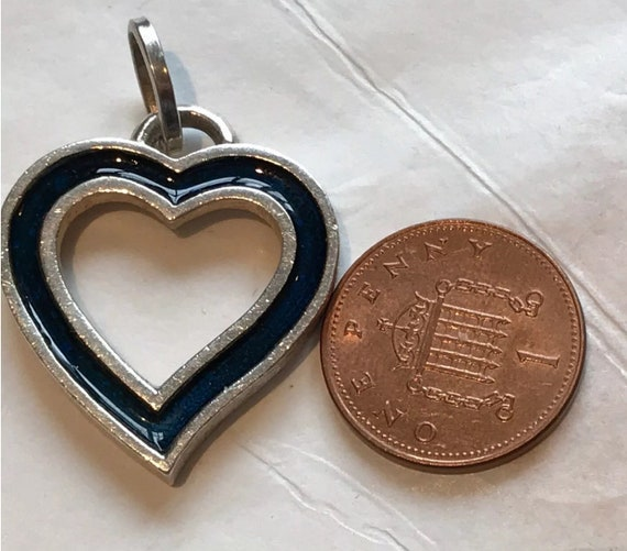 800 silver hallmarked navy blue enamelled heart shaped pendant charm