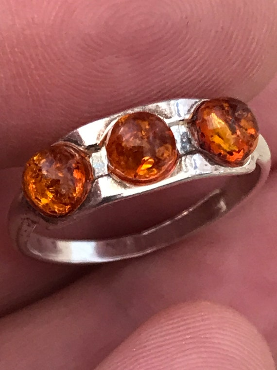 Lovely delicate modernist style Baltic Amber and 925 silver ring