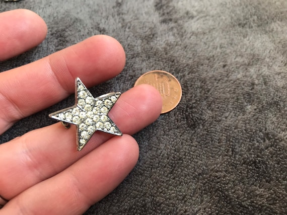Superb vintage tiny sparkling pave set diamanté star brooch pin